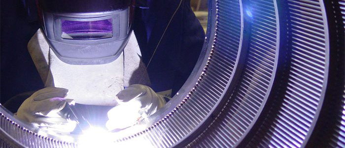Cylindres en fils métalliques de section triangulaire
